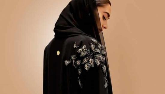 بالصور: اللون الأسود يزّن أجمل موديلات العبايات