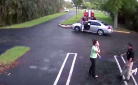 شاهد: فيديو صادم لشرطي أمريكي يطلق النار على حبيبته ثم ينتحر