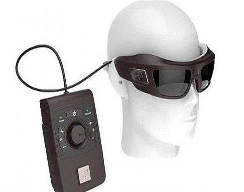 أملٌ جديد لفاقدي البصر.. هذه النظارة تتيح لكم الرؤية من جديد (فيديو)