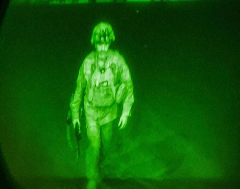الغارديان: مشية الجندي الأمريكي الأخيرة في مطار كابول وكارثة الغرب الإستراتيجية