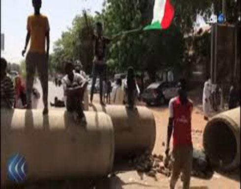"""شاهد : متظاهرون يغلقون شارع النيل بالعاصمة الخرطوم""""في السودان"""