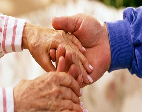 هل هناك فائدة صحية من مساعدة الآخرين؟