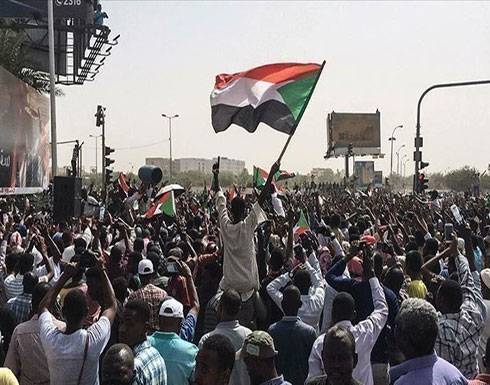 """المئات يتظاهرون بالخرطوم للمطالبة بتحقيق """"أهداف الثورة"""""""