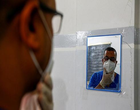 العراق.. مواطنون يهاجمون عيادة طبيب ويعتدون عليه بالضرب (فيديو)