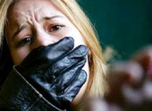 12 إسرائيليا يغتصبون  بريطانية في قبرص