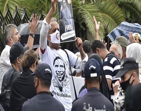 شاهد : جزائريون يحتجون ضد اعتقال الصحفيين ويطالبون بمزيد من الحريات