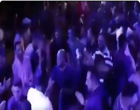 شاهد : موالون للنظام يحتفلون بحرق أدلب
