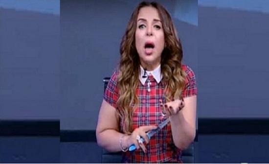 شاهدوا إعلامية مصرية تقطع شرايين يدها على الهواء مباشرة.. والسبب!!