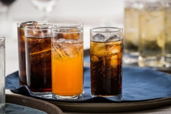 المشروبات الغنية بالسكر تقتل... والسبب هنا