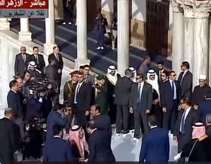 شاهد .. الرئيس السيسي وولي العهد محمد بن سلمان يزوران الأزهر الشريف بعد إنتهاء أعمال الترميم