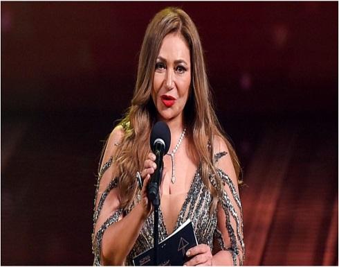 ليلى علوي تعايد متابعيها بالقبلات وتحظى بتفاعل واسع .. بالفيديو