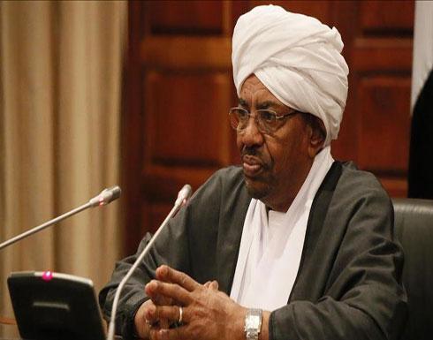 نائب البشير يشارك بتشييع رئيس السودان الأسبق بالمدينة المنورة