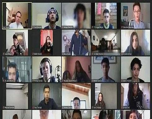 """الإكوادور : تلميذة تتعرض لـ """"سطو مسلح"""" خلال درس على زووم"""