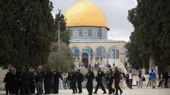 """135 مستوطنا يقتحمون """"الأقصى"""" بحراسة الشرطة الإسرائيلية"""