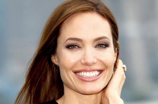 هل ستتزوج انجلينا جولي للمرة الرابعة؟