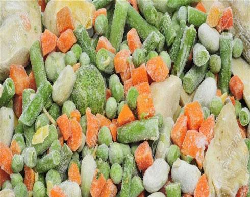 بين الفواكه والخضروات الطازجة والمجمدة.. ما الأفضل؟