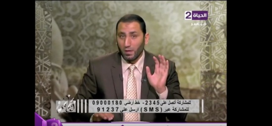 """سألته عن الزواج بلا شهود فأجابها داعية مصري: """"أموت من لعب العيال دا"""" """"شاهد"""""""