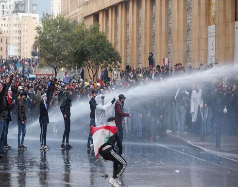 بالفيديو : مواجهات بين الأمن اللبناني والمحتجين في محيط مجلس النواب ببيروت
