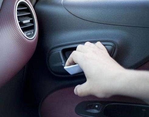 """عادةٌ """"خطرة"""" تفعلونها في السيارة.. امتنعوا عنها فوراً!"""