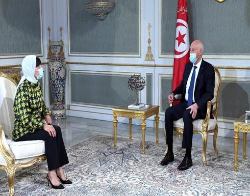 الرئيس التونسي: أسراب الجراد تعبث بالدولة وكلما ازدادت النصوص تضاعف عدد اللصوص