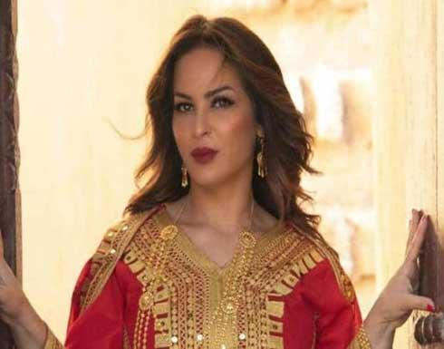 والدة حلا الترك تتعرض للانتقادات بسبب إطلالتها الجريئة .. شاهد