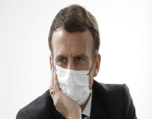 شاهد : موقف في غاية الحرج للرئيس الفرنسي مع 3 عاملات بمستشفى
