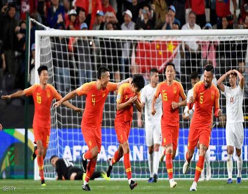 """كأس آسيا.. وو لي """"المذهل"""" يصعد بالصين إلى دور الـ16"""