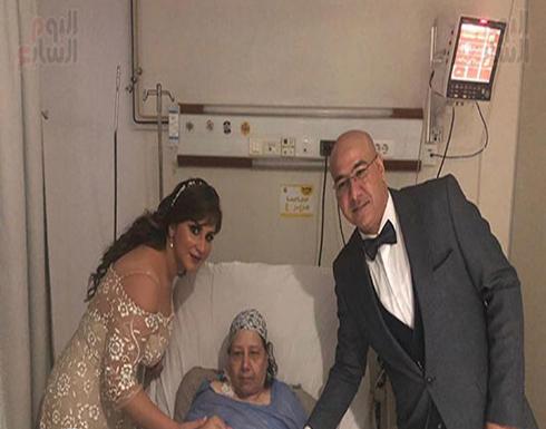 شاهد : عروسان مصريان يعقدان قرانهما في العناية المركزة