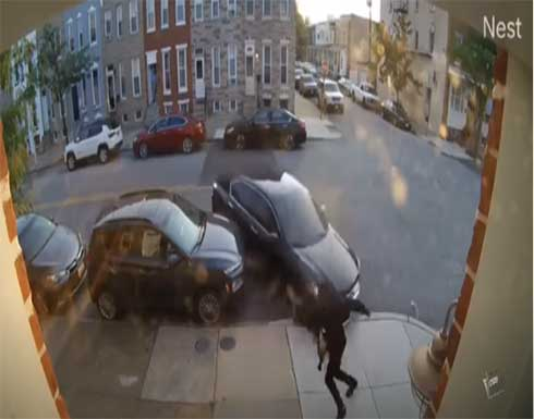 سيدة أمريكية تحاول دهس زوجها عدة مرات بالسيارة .. بالفيديو