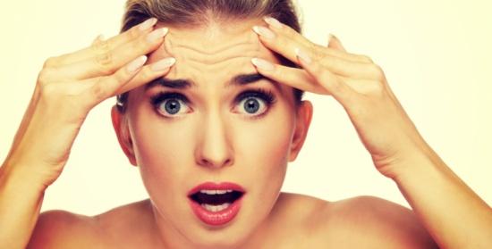 تلك الأجزاءُ في جسمكِ.. تشيخُ بسرعة وتكشفُ عمركِ الحقيقيّ!