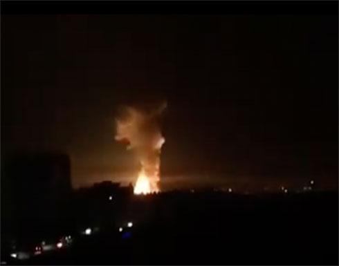 بالفيديو : سوريا.. 3 انفجارات بالبوكمال استهدفت مقار لميلشيات عراقية