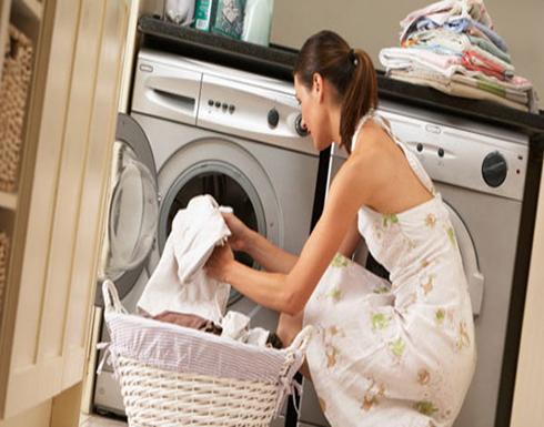 اكتشفِي بعض الخدع لغسل الملابس بشكل أسهل ونظافة أفضل