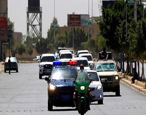"""رئيس المراقبين الجديد يصل صنعاء.. """"ملتزماً الصمت"""""""