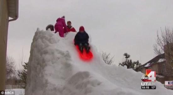 شاهد: أمريكي يبني زحافات جليدية لأبنائه الـ15