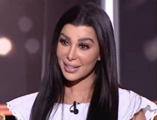 بالفيديو: على خطى وفاء الكيلاني.. مذيعة لبنانية تطلب يد ضيفها على الهواء!