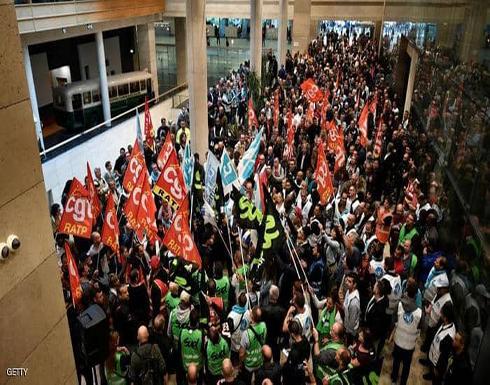 إضراب يشل باريس.. و10 خطوط مترو مغلقة