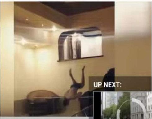 استأجر فيلا للاحتفال بعيد ميلاده في روسيا .. و سقط على الزجاج وهو يقفز .. بالفيديو