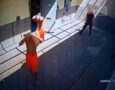 بالفيديو: نزلاء سجن بالبرازيل يخطفون حارسهم.. وإدارة السجن تتفاوض لتنفيذ طلبهم