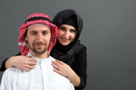 هل المرأة أكثر تدينا من الرجل في الدول العربية ؟