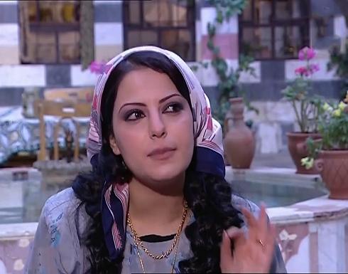 شاهد : ليليا الاطرش نجمة باب الحارة ترتدي تنورة قصيرة وتثير اعجاب متابعيها
