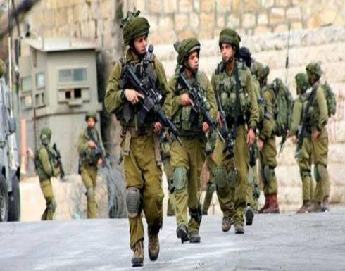 الاحتلال يعتقل 12 مواطنًا بالضفة