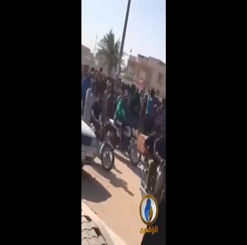العراق ..   تشييع شهيد قتل على يد القوات الحكومية التي حاولت تفريق الاعتصام ( فيديو )