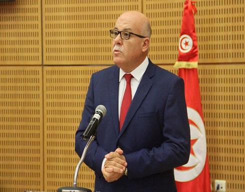 صحفية تُحرج وزير الصحة التونسي بسبب عدم ارتدائه كمامة (فيديو)