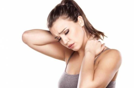 دراسة: تعاني النساء من ديسك الرقبة أكثر من الرجال