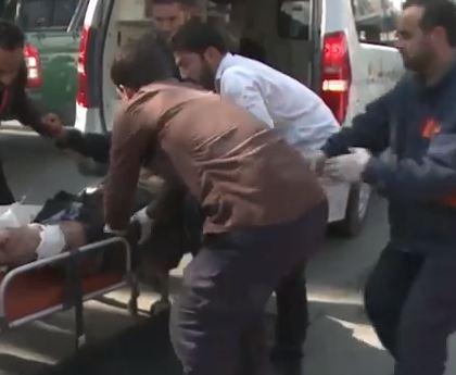 شاهد .. عشرات القتلى والجرحى بتفجير كابول