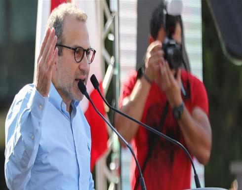 صورة : وزير الخارجية اللبناني باسيل يغازل زوجته بقلب