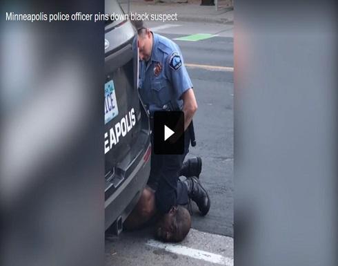 """""""أعجز عن التنفس لا تقتلوني"""".. فيديو اللحظات الأخيرة لرجل أسود اعتقلته الشرطة الأميركية"""