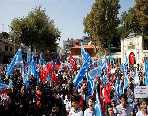 المئات يتظاهرون في إسطنبول للمطالبة بحماية التركمان في كركوك العراقية