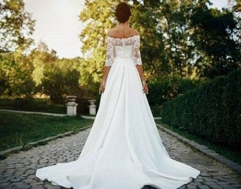 بسبب الفستان .. فتاة ترفض دعوة والدتها لحفل زفافها .. تفاصيل
