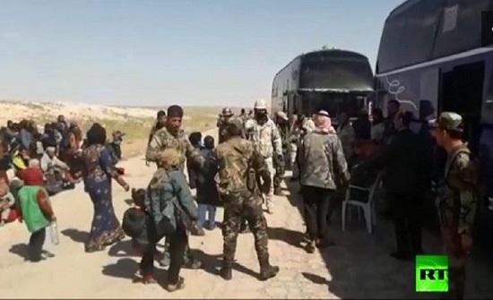"""تراجع وتائر مغادرة اللاجئين السوريين لمخيم """"الركبان"""""""
